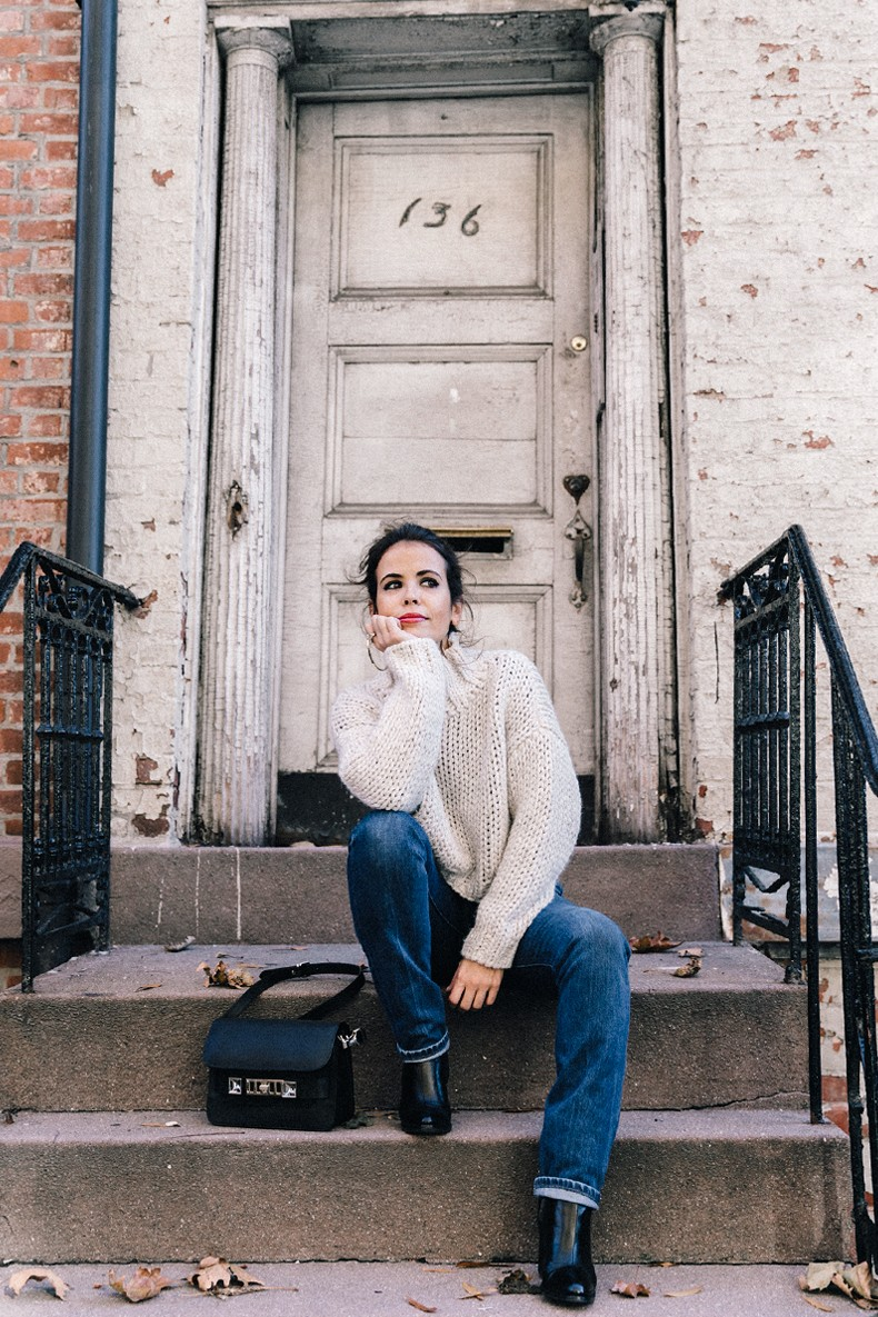 White_Knitwear-Turtleneck-Levis_Vintage-The_Reformation-Vintage_Belt-Proenza_PS11_Bag-Outfit-New_York-Collage_Vintage-Street_Style-9