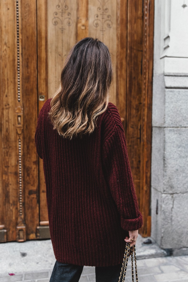 Burgundy_Cardigan-Oversize-Grey_Blazer-Grey_trousers-Isabel_Marant-Shoes-Chanel_Vintage_Bag-Lace_Bra-Layering_Necklaces-Maria_Pascual-Collage_Vintage-Outfit-Street_Style-42