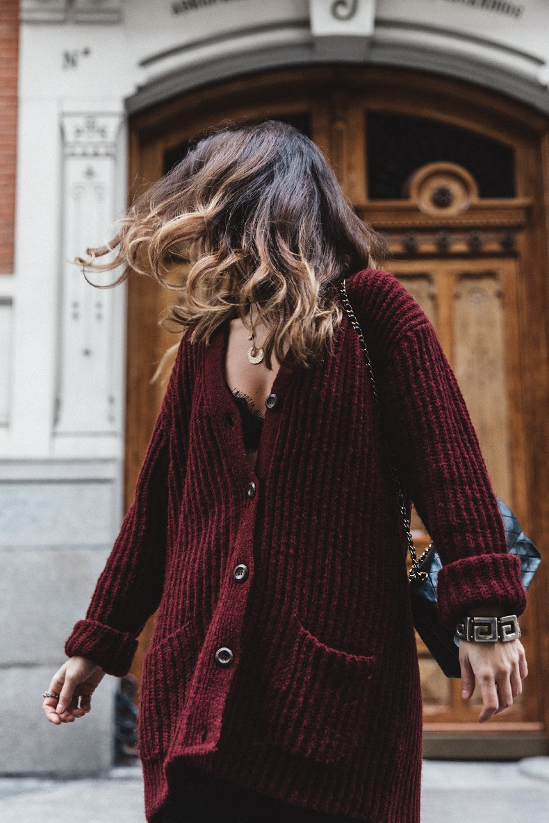 Burgundy_Cardigan-Oversize-Grey_Blazer-Grey_trousers-Isabel_Marant-Shoes-Chanel_Vintage_Bag-Lace_Bra-Layering_Necklaces-Maria_Pascual-Collage_Vintage-Outfit-Street_Style-45