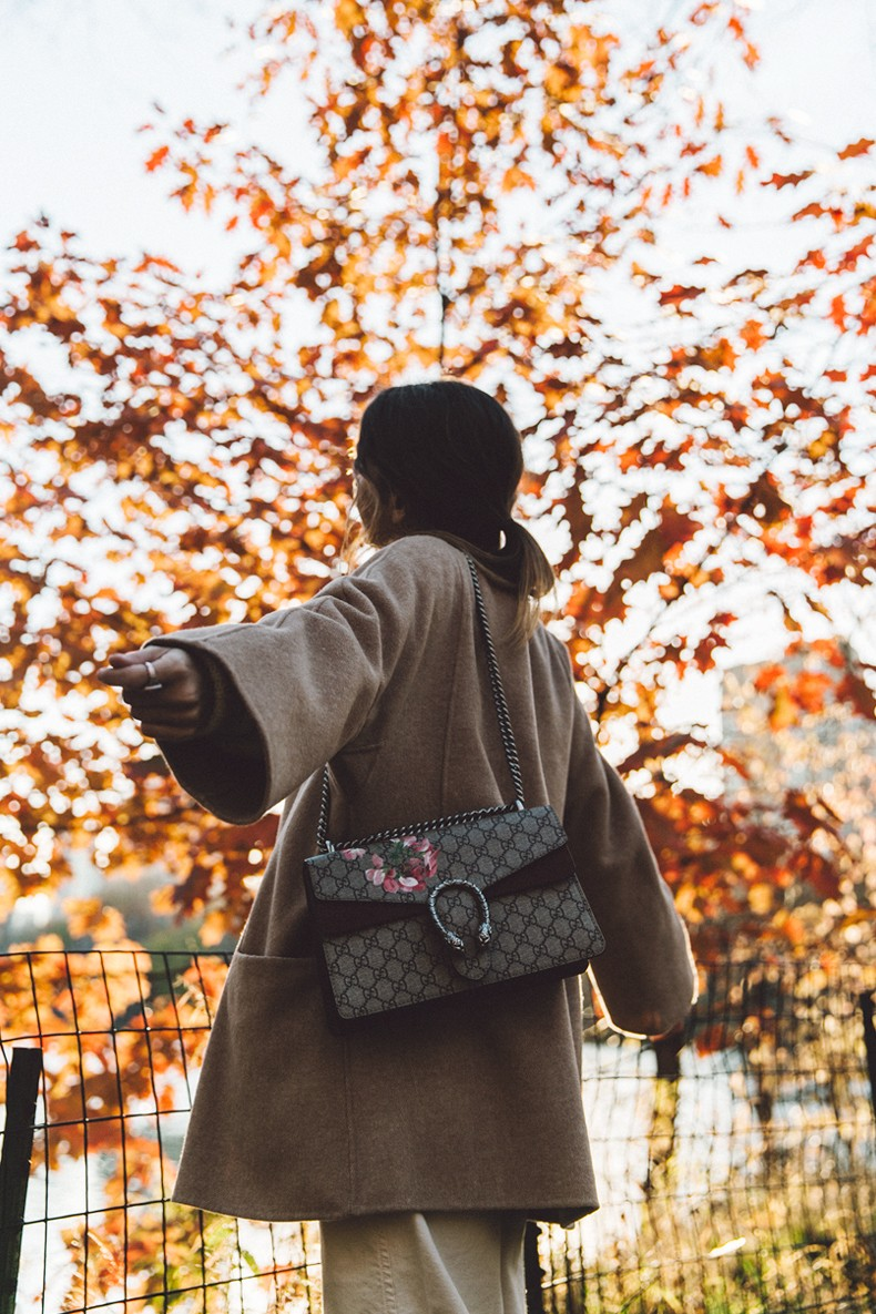 Central_Park-Beige_Coact-Gucci_Bag-Superga_Sneakers-Culottes-Nude_Outfit-Collage_Vintage-Street_Style-13