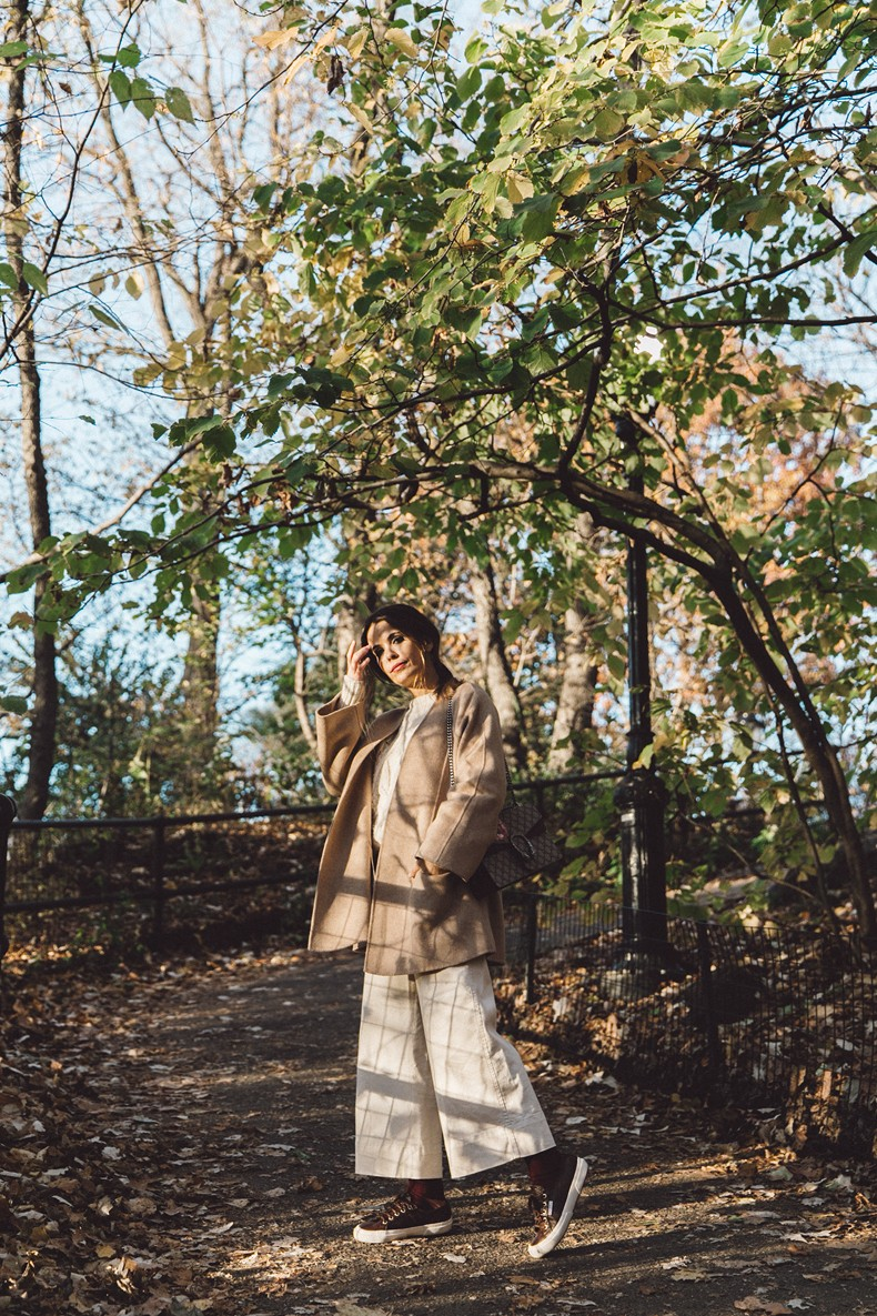 Central_Park-Beige_Coact-Gucci_Bag-Superga_Sneakers-Culottes-Nude_Outfit-Collage_Vintage-Street_Style-14