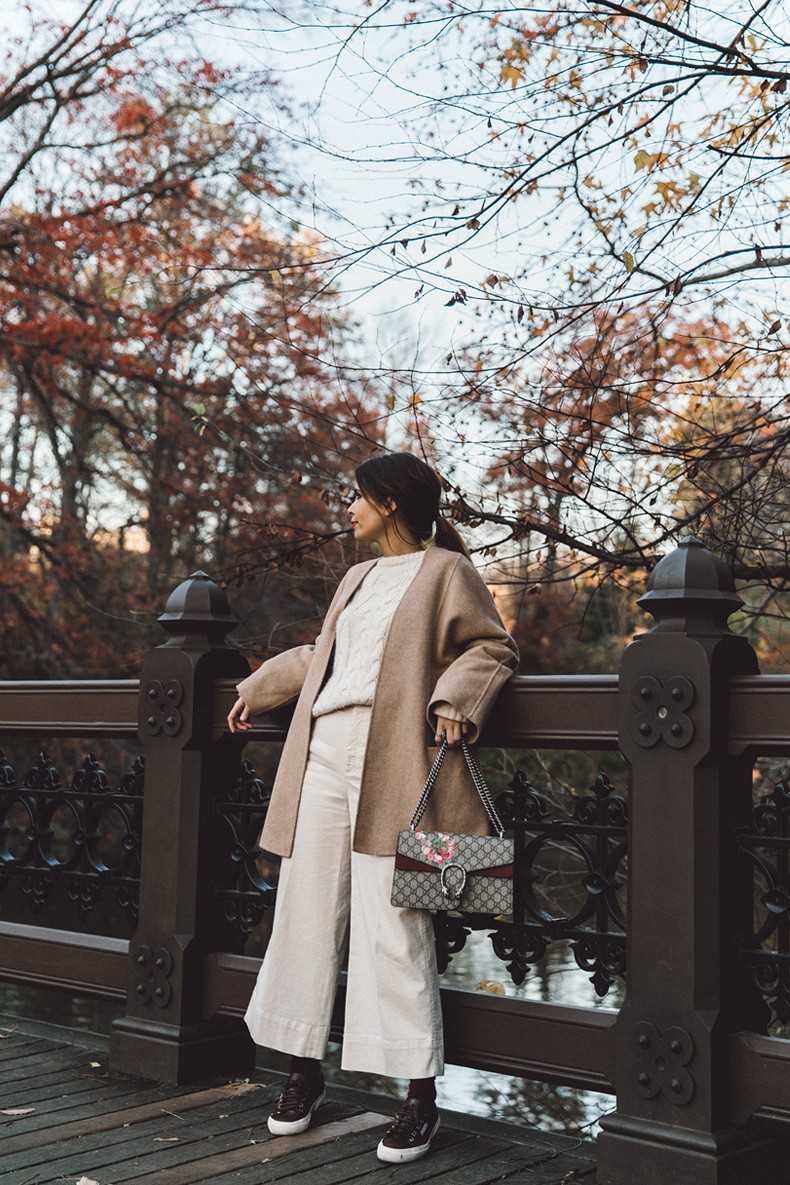 Central_Park-Beige_Coact-Gucci_Bag-Superga_Sneakers-Culottes-Nude_Outfit-Collage_Vintage-Street_Style-24