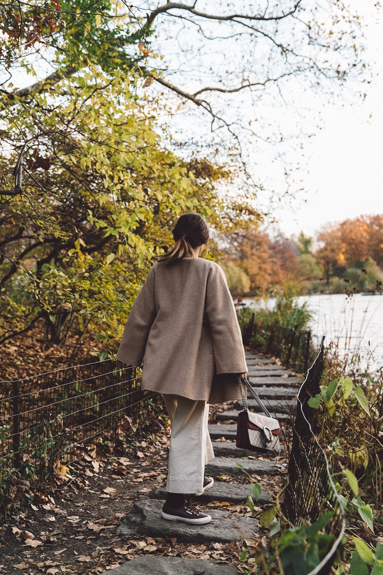 Central_Park-Beige_Coact-Gucci_Bag-Superga_Sneakers-Culottes-Nude_Outfit-Collage_Vintage-Street_Style-30