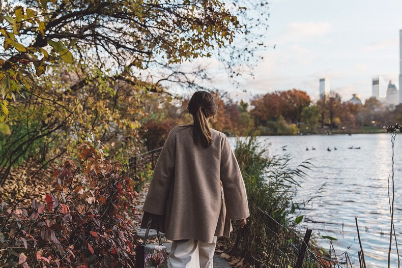 Central_Park-Beige_Coact-Gucci_Bag-Superga_Sneakers-Culottes-Nude_Outfit-Collage_Vintage-Street_Style-57