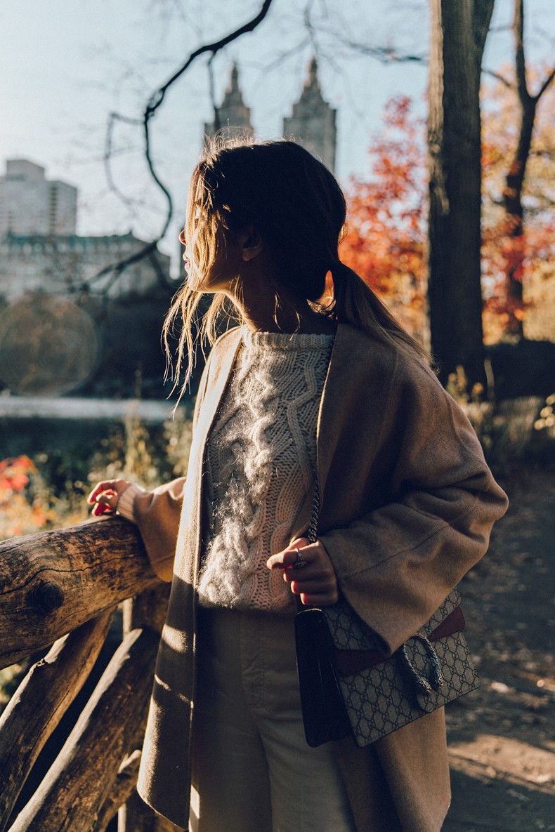 Central_Park-Beige_Coact-Gucci_Bag-Superga_Sneakers-Culottes-Nude_Outfit-Collage_Vintage-Street_Style-8