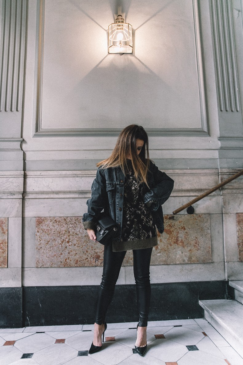 Edited-Oversize_knit-PS11-Proenza_Schouler-Leather_Leggings-Black_Heels-Denim_Vintage_Jacket-Levis-Outfit-Street_Style-Maria_Pascual_Earrings-38