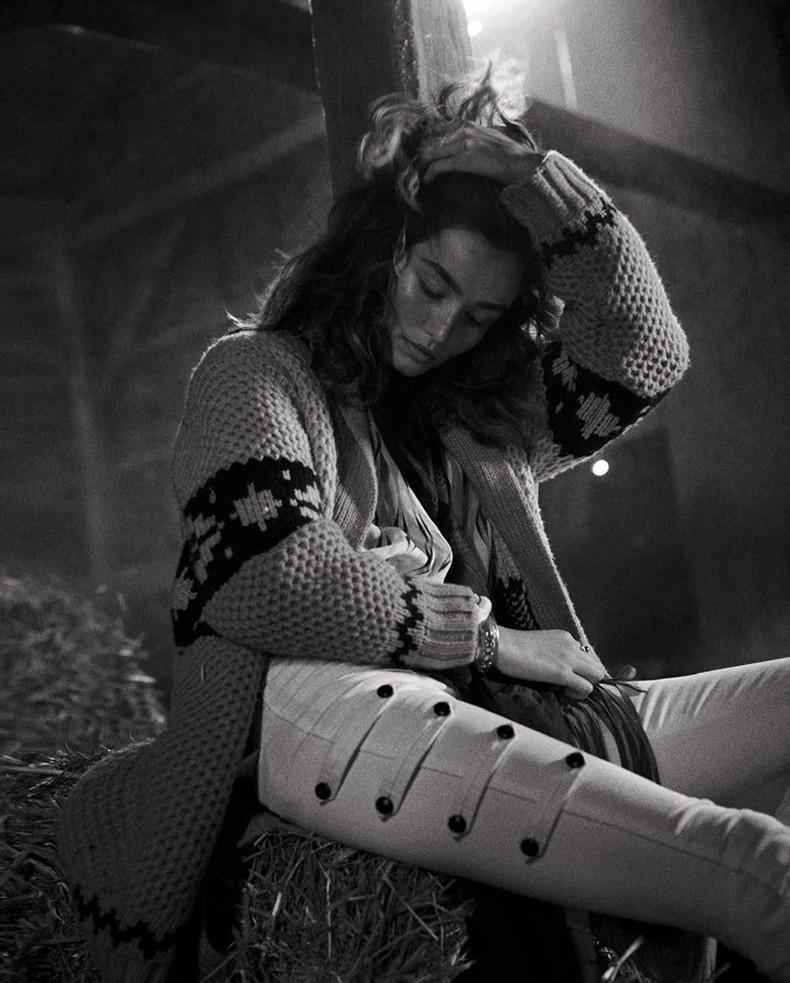 Editorial-Andreea-Diaconu-Vogue-Spain-October-2015-Cover-6