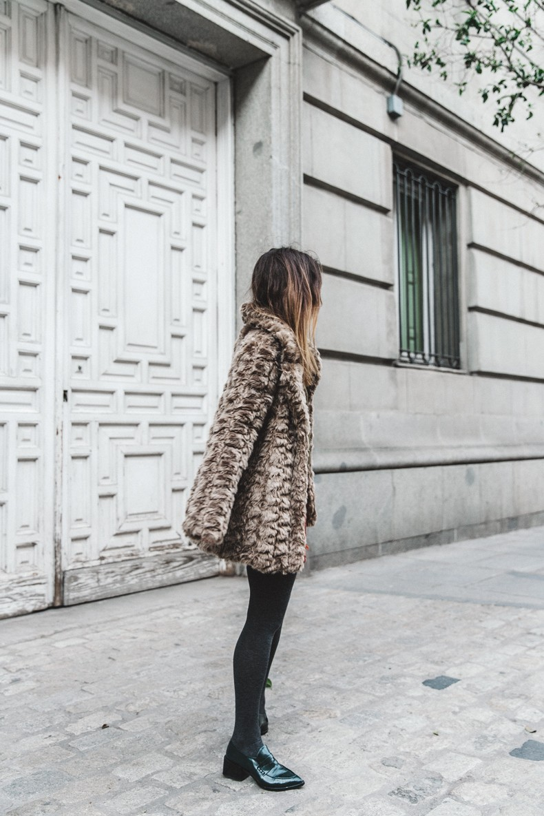Faux_Fur_Coat-Boho_Skirt-Formula_Joven-Loafers-Outfit-Street_Style-Collage_Vintage-10