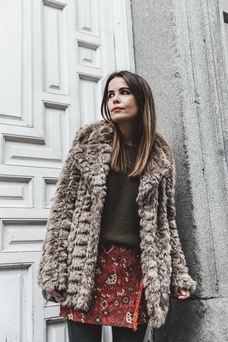 Faux_Fur_Coat-Boho_Skirt-Formula_Joven-Loafers-Outfit-Street_Style-Collage_Vintage-26