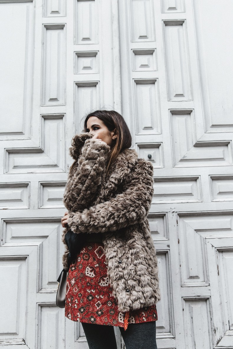 Faux_Fur_Coat-Boho_Skirt-Formula_Joven-Loafers-Outfit-Street_Style-Collage_Vintage-34