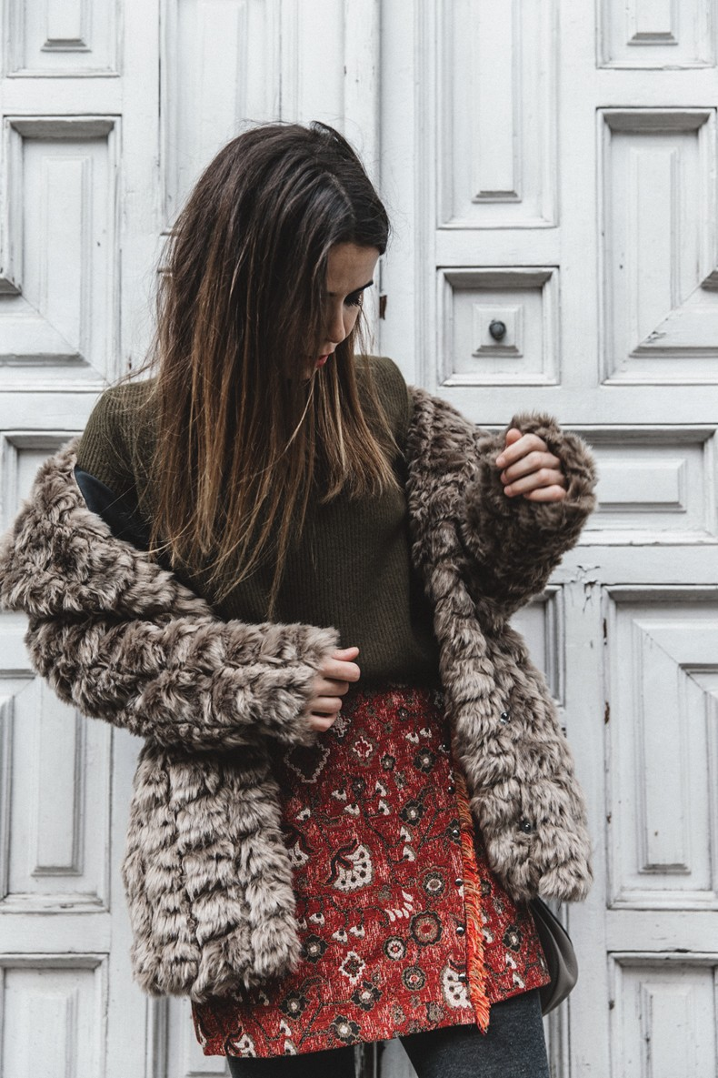 Faux_Fur_Coat-Boho_Skirt-Formula_Joven-Loafers-Outfit-Street_Style-Collage_Vintage-43