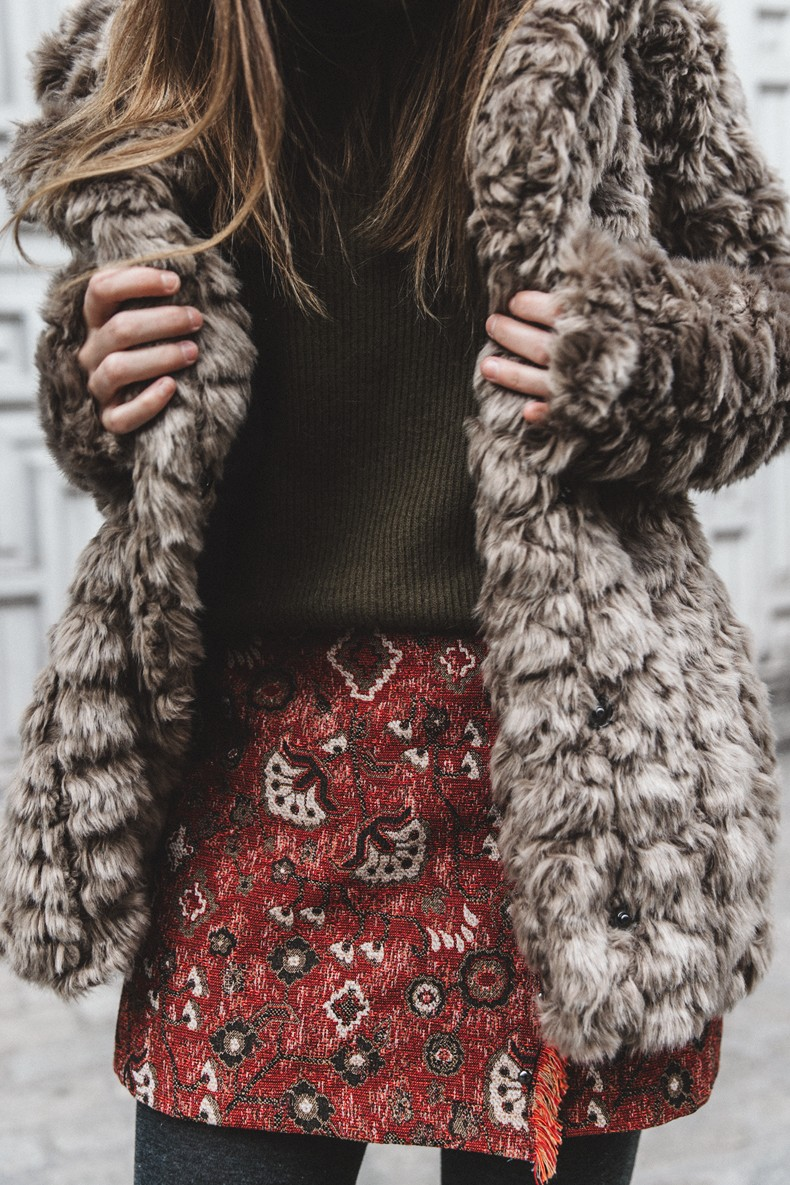 Faux_Fur_Coat-Boho_Skirt-Formula_Joven-Loafers-Outfit-Street_Style-Collage_Vintage-5