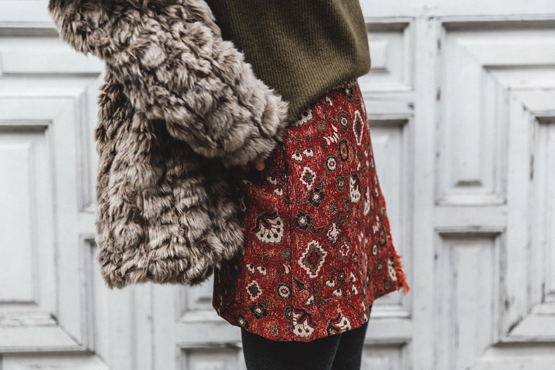 Faux_Fur_Coat-Boho_Skirt-Formula_Joven-Loafers-Outfit-Street_Style-Collage_Vintage-86