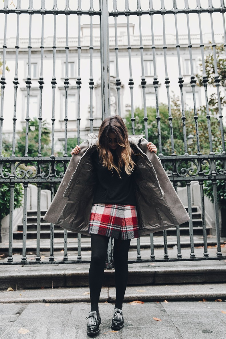 Fay_Coat-Beige_Coat-Checked_Skirt-Blue_Sweater-College_Look-Loafers-Outfit-Street_Style-Collage_Vintage-13