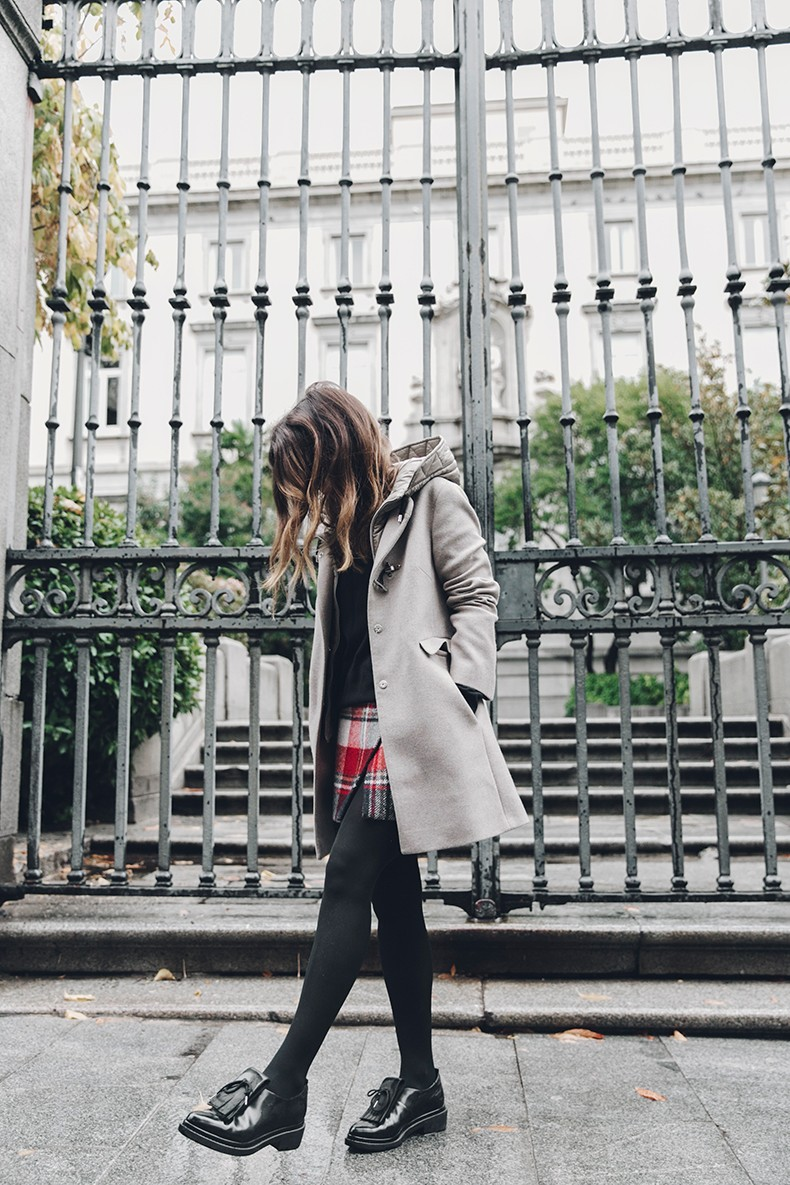 Fay_Coat-Beige_Coat-Checked_Skirt-Blue_Sweater-College_Look-Loafers-Outfit-Street_Style-Collage_Vintage-14