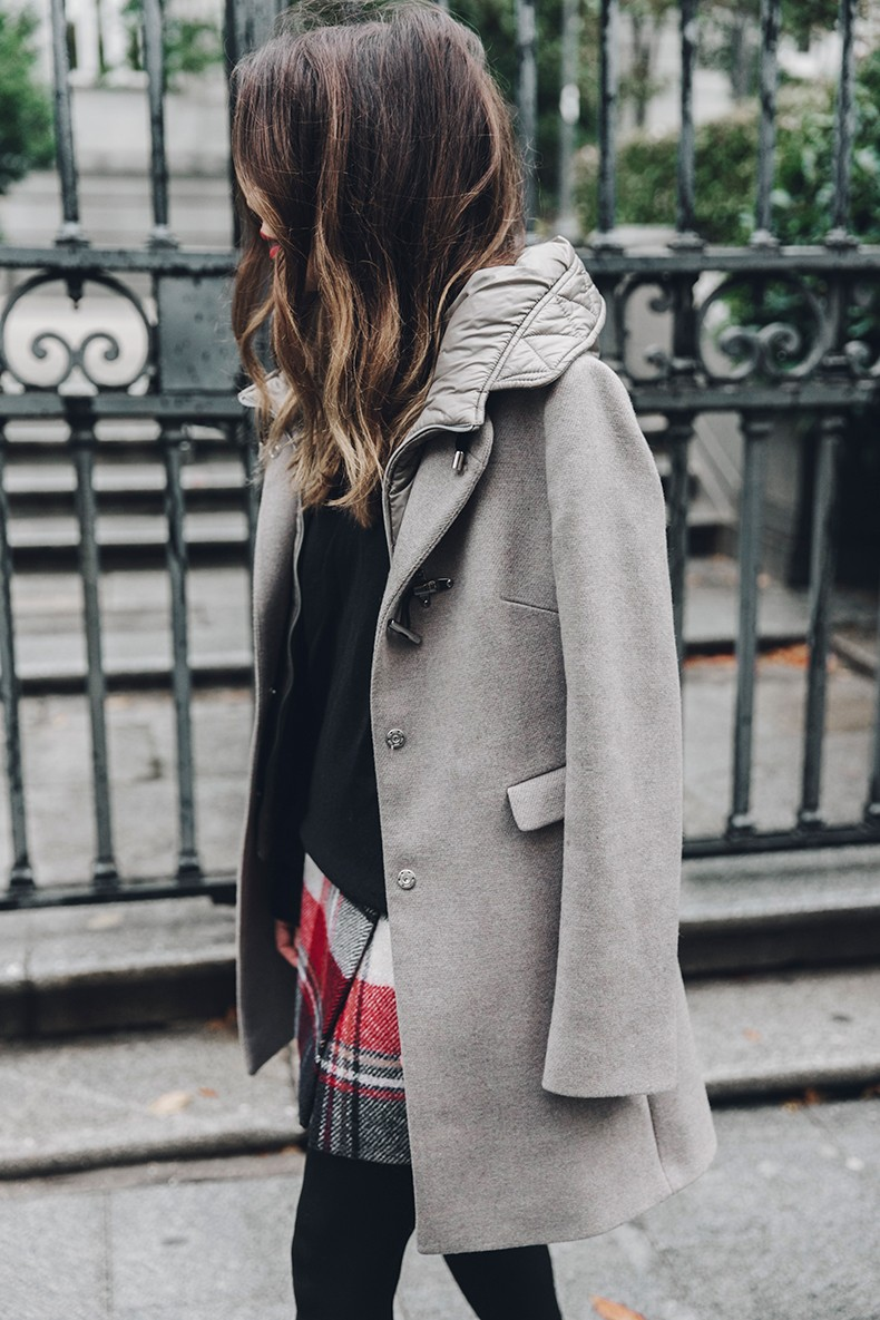 Fay_Coat-Beige_Coat-Checked_Skirt-Blue_Sweater-College_Look-Loafers-Outfit-Street_Style-Collage_Vintage-30