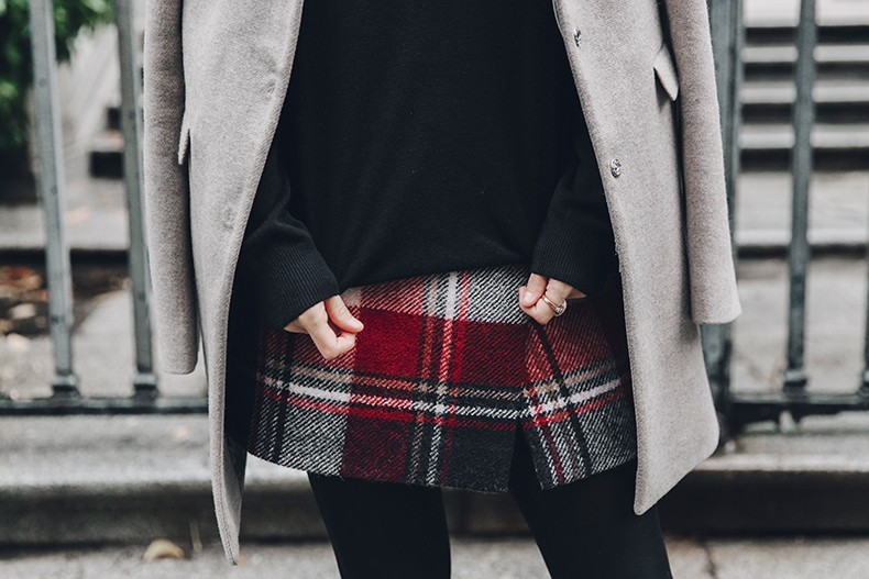 Fay_Coat-Beige_Coat-Checked_Skirt-Blue_Sweater-College_Look-Loafers-Outfit-Street_Style-Collage_Vintage-44