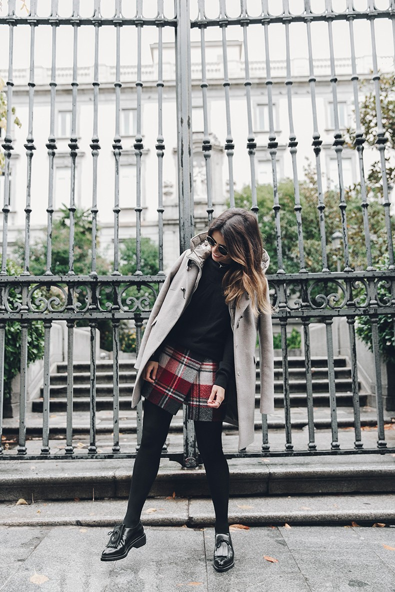 Fay_Coat-Beige_Coat-Checked_Skirt-Blue_Sweater-College_Look-Loafers-Outfit-Street_Style-Collage_Vintage-5