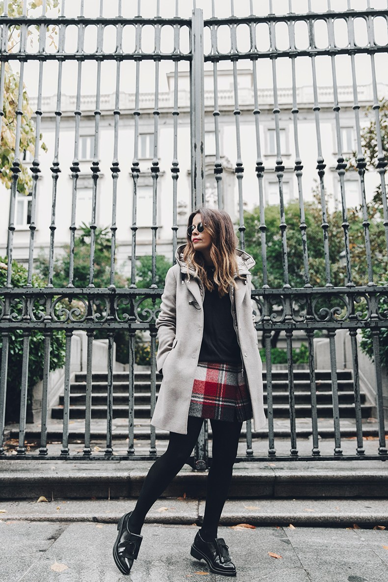 Fay_Coat-Beige_Coat-Checked_Skirt-Blue_Sweater-College_Look-Loafers-Outfit-Street_Style-Collage_Vintage-9