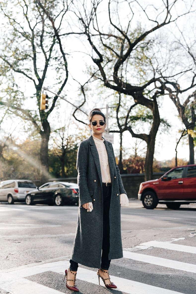 Guggeheim-Grey_Long_Coat-Ruffled_Shirt-Guess_Jeans-Valentino_Shoes-Chanel_Vintage_Bag-Outfit-Look_Of_The_Day-NY-19
