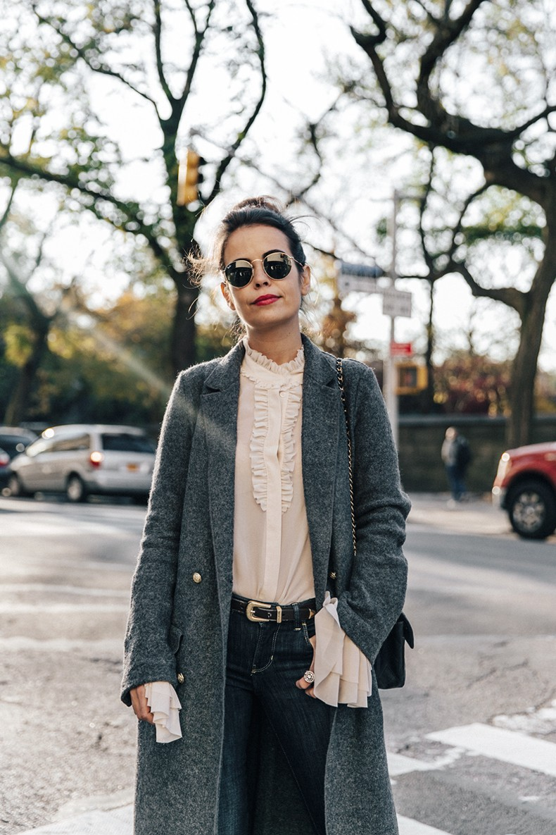 Guggeheim-Grey_Long_Coat-Ruffled_Shirt-Guess_Jeans-Valentino_Shoes-Chanel_Vintage_Bag-Outfit-Look_Of_The_Day-NY-24