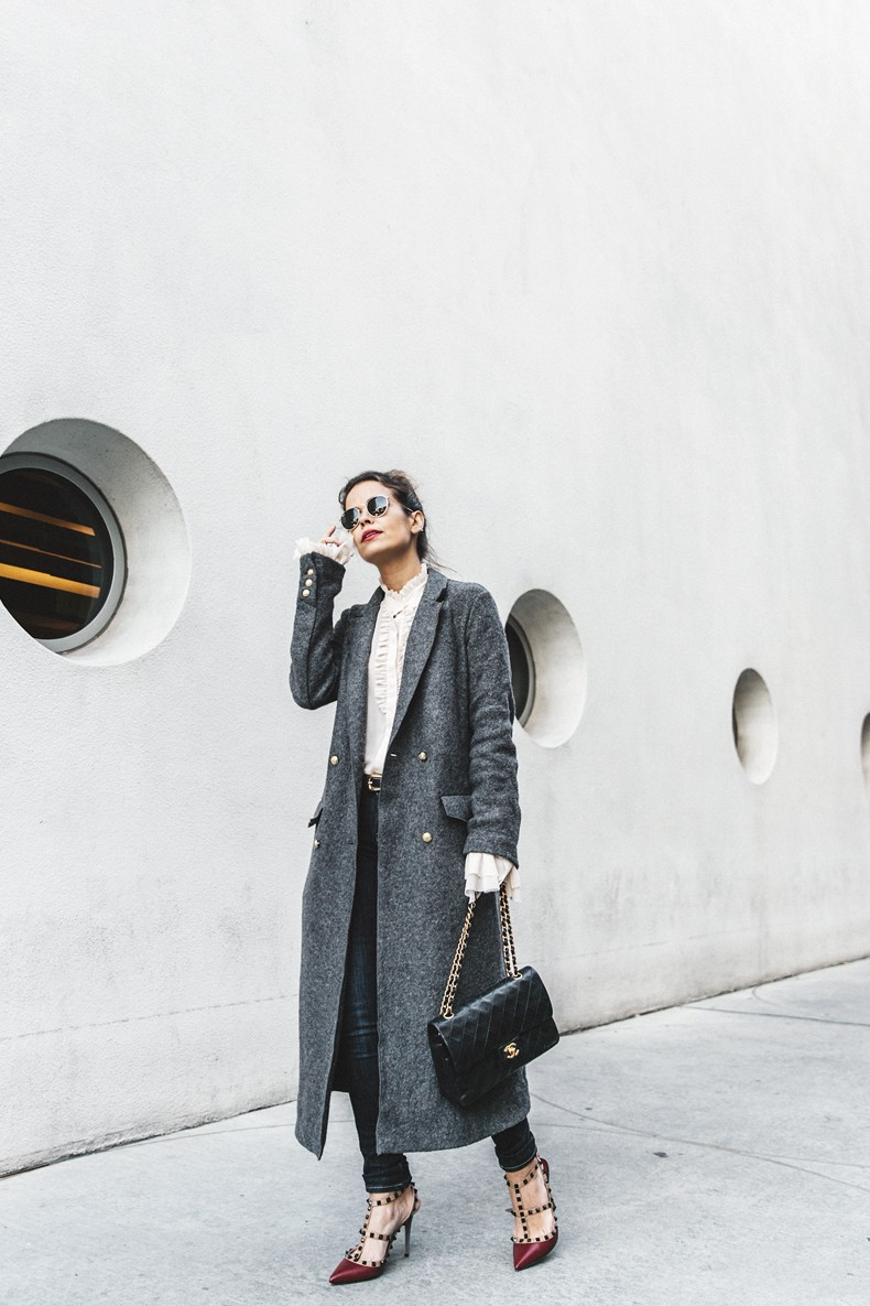 Guggeheim-Grey_Long_Coat-Ruffled_Shirt-Guess_Jeans-Valentino_Shoes-Chanel_Vintage_Bag-Outfit-Look_Of_The_Day-NY-35