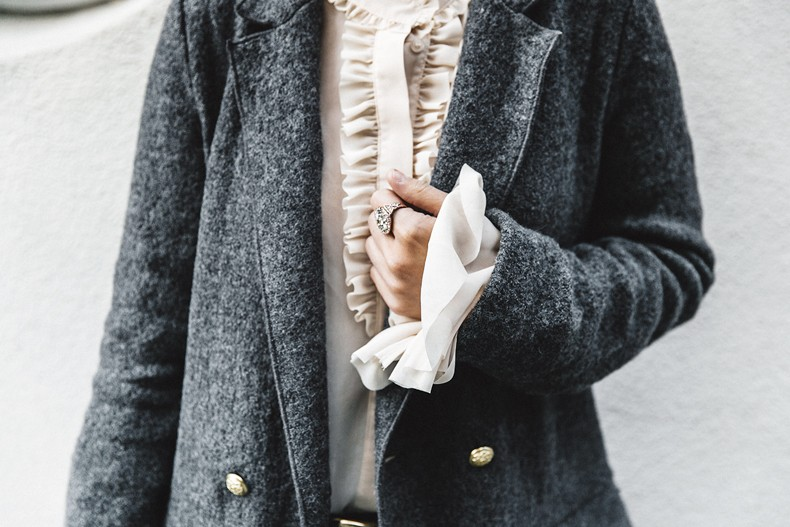 Guggeheim-Grey_Long_Coat-Ruffled_Shirt-Guess_Jeans-Valentino_Shoes-Chanel_Vintage_Bag-Outfit-Look_Of_The_Day-NY-46