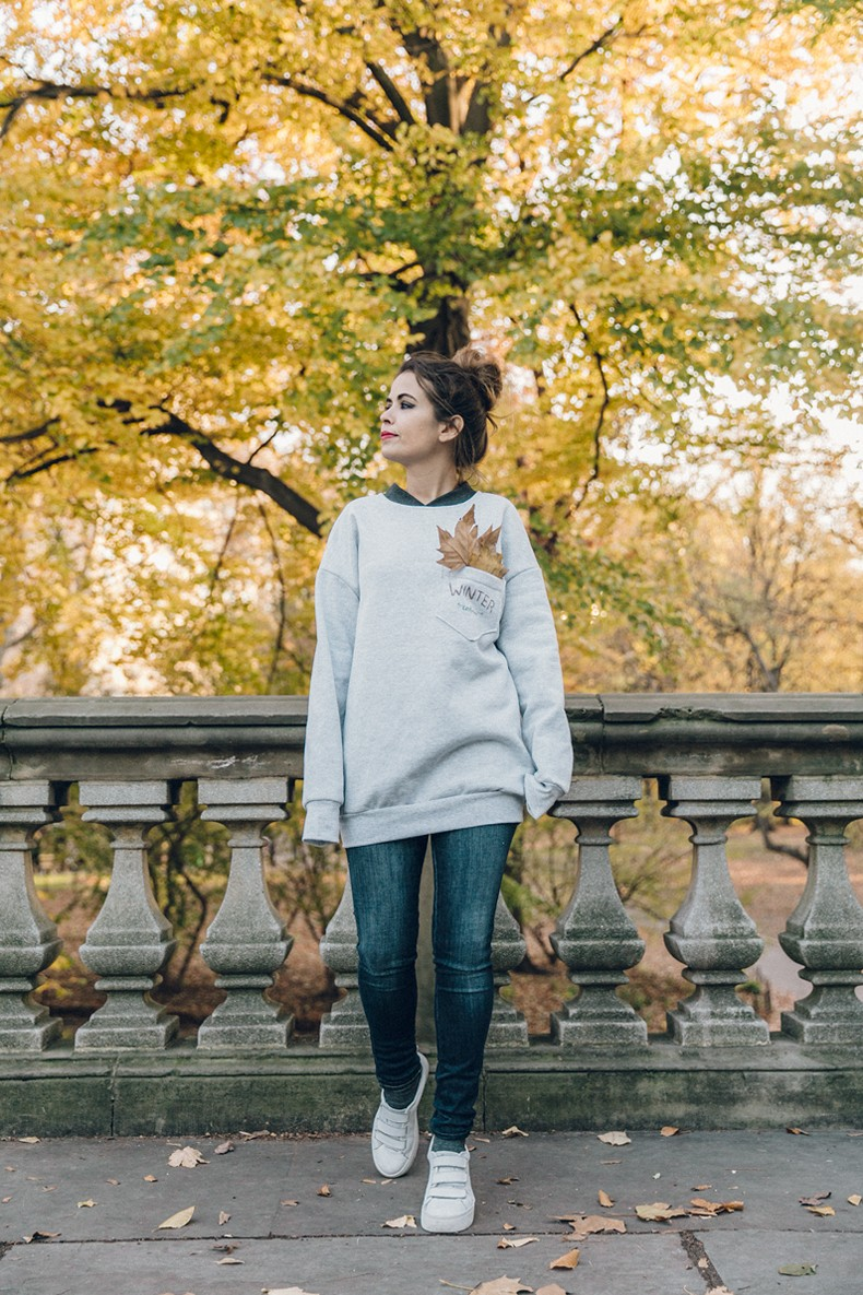 Kaiku_Caffe-Nada_Sabe_Igual-Central_Park-Sweatshirt-Winter-Jeans-Sandro_Sneakers-20