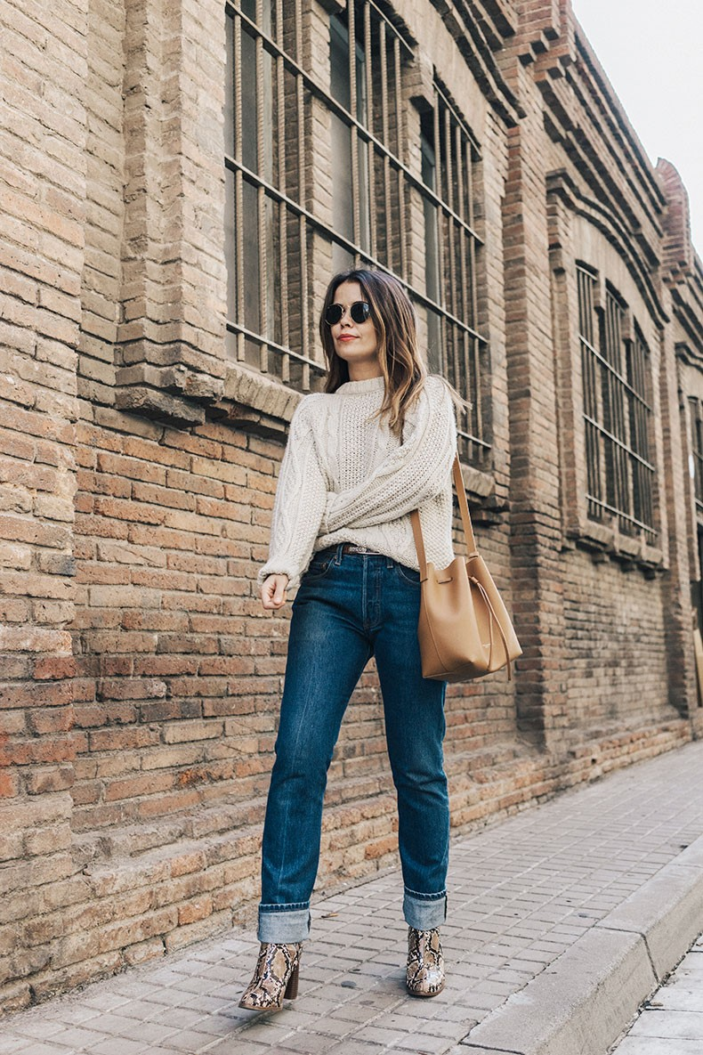 Levis_Vintage-White_Knit-Snake_Effect_Booties-Lancaster_Paris-Bucket_Bag-Outfit-Street_Style-
