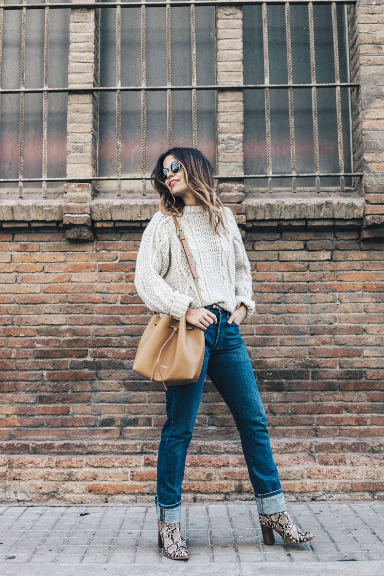 Levis_Vintage-White_Knit-Snake_Effect_Booties-Lancaster_Paris-Bucket_Bag-Outfit-Street_Style-10