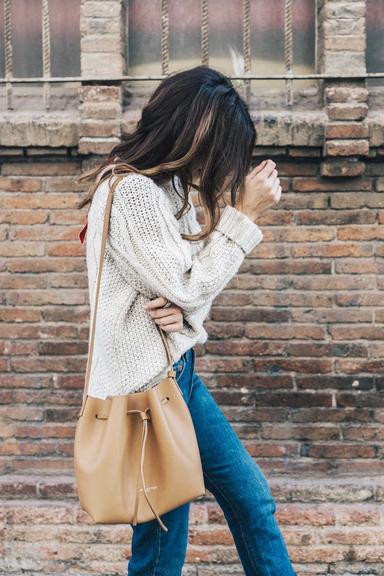 Levis_Vintage-White_Knit-Snake_Effect_Booties-Lancaster_Paris-Bucket_Bag-Outfit-Street_Style-16