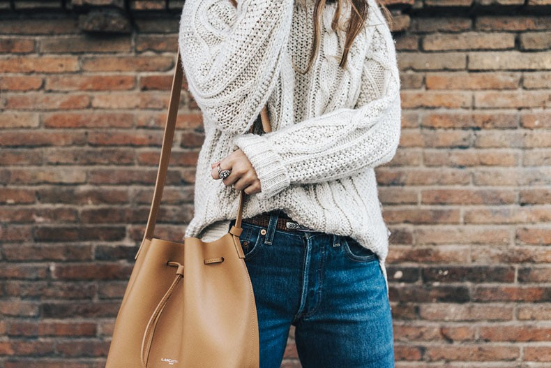 Levis_Vintage-White_Knit-Snake_Effect_Booties-Lancaster_Paris-Bucket_Bag-Outfit-Street_Style-18