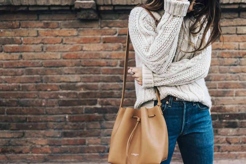 Levis_Vintage-White_Knit-Snake_Effect_Booties-Lancaster_Paris-Bucket_Bag-Outfit-Street_Style-19