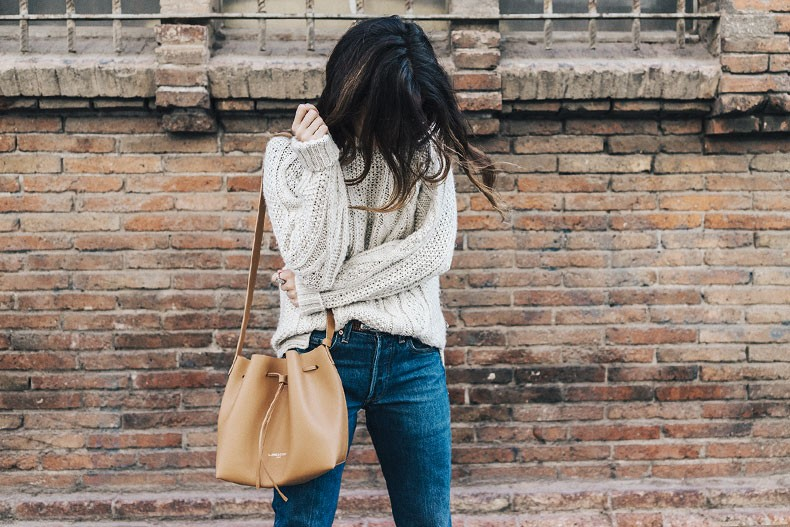 Levis_Vintage-White_Knit-Snake_Effect_Booties-Lancaster_Paris-Bucket_Bag-Outfit-Street_Style-28