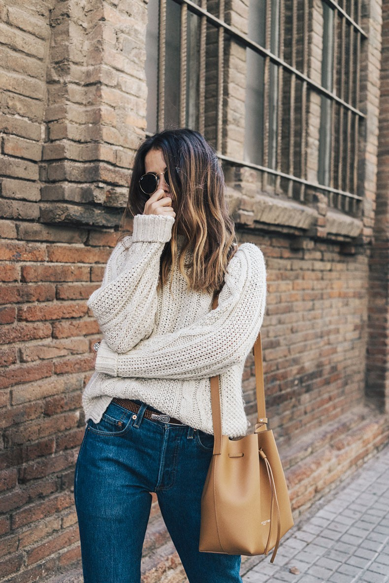 Levis_Vintage-White_Knit-Snake_Effect_Booties-Lancaster_Paris-Bucket_Bag-Outfit-Street_Style-4