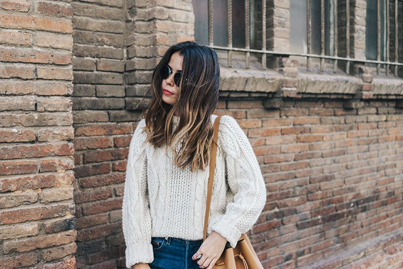 Levis_Vintage-White_Knit-Snake_Effect_Booties-Lancaster_Paris-Bucket_Bag-Outfit-Street_Style-5