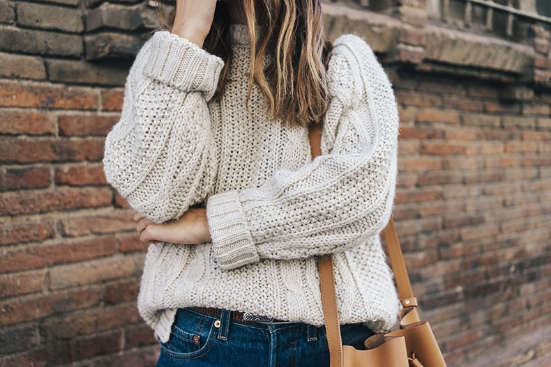 Levis_Vintage-White_Knit-Snake_Effect_Booties-Lancaster_Paris-Bucket_Bag-Outfit-Street_Style-7