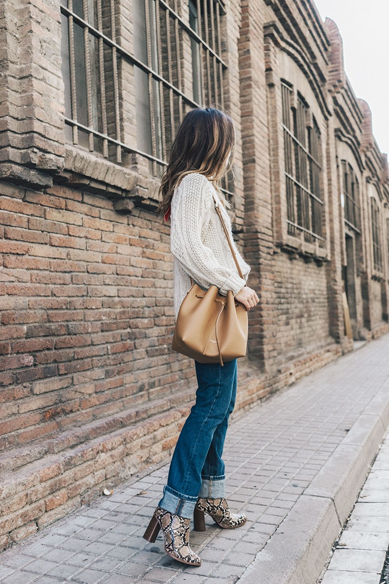 Levis_Vintage-White_Knit-Snake_Effect_Booties-Lancaster_Paris-Bucket_Bag-Outfit-Street_Style-9