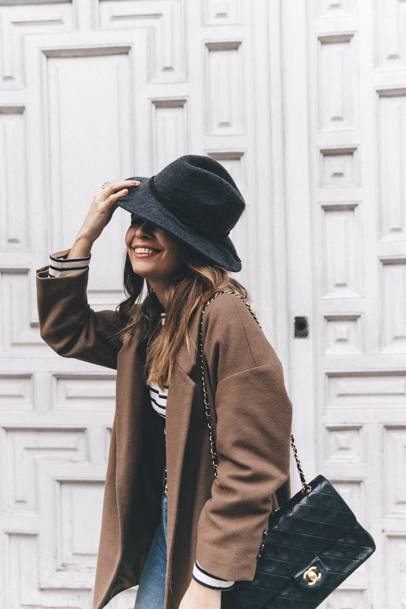 MotherDenim-Cropped_Jeans-Striped_Top-Grey_Hat-Camel_Coat-Black_Booties-Vintage_Belt-Outfit-Street_Style-39