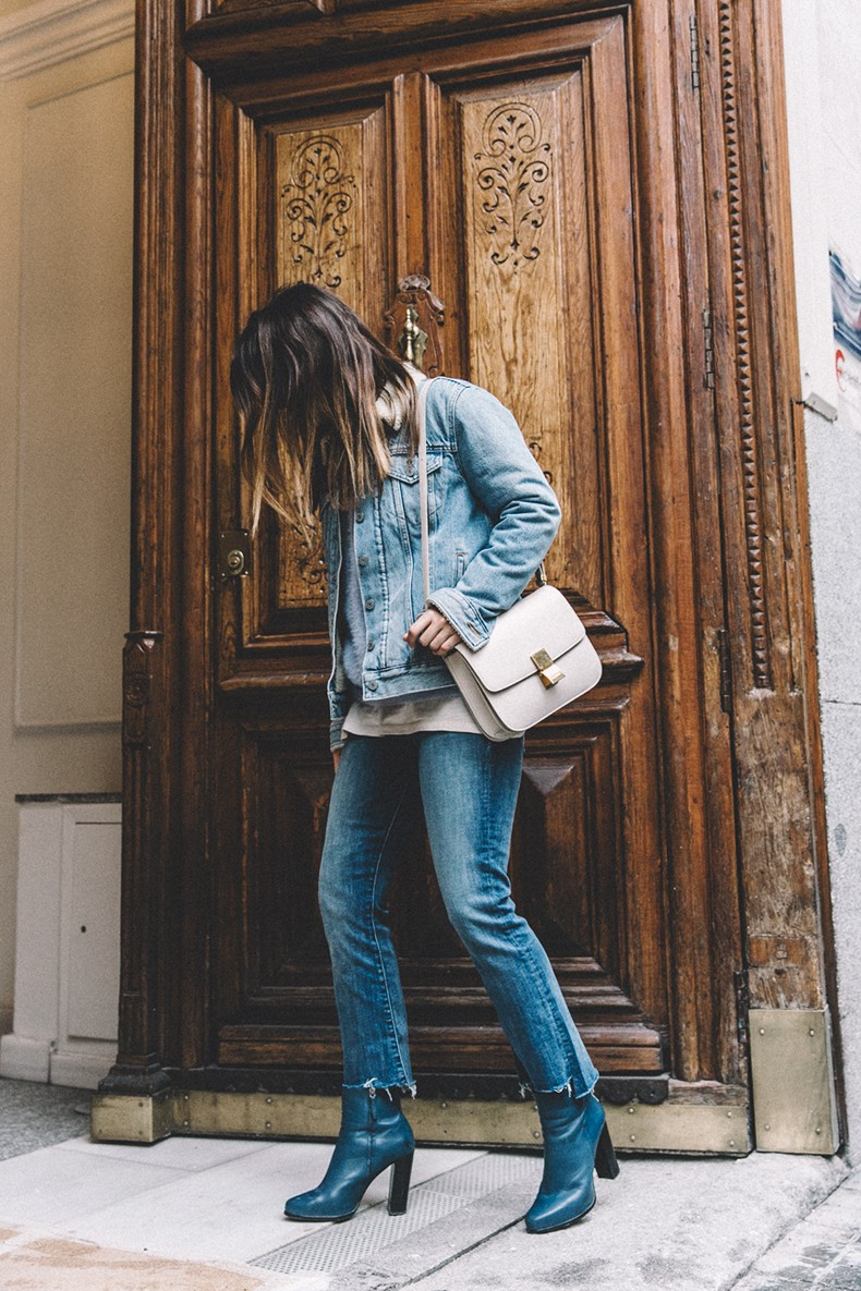 Mother_Jeans-Ripped_Jeans-Light_Blue_Sweater-Denim_Jacket-Levis-Outfit-Blue_Boots-Street_Style-16