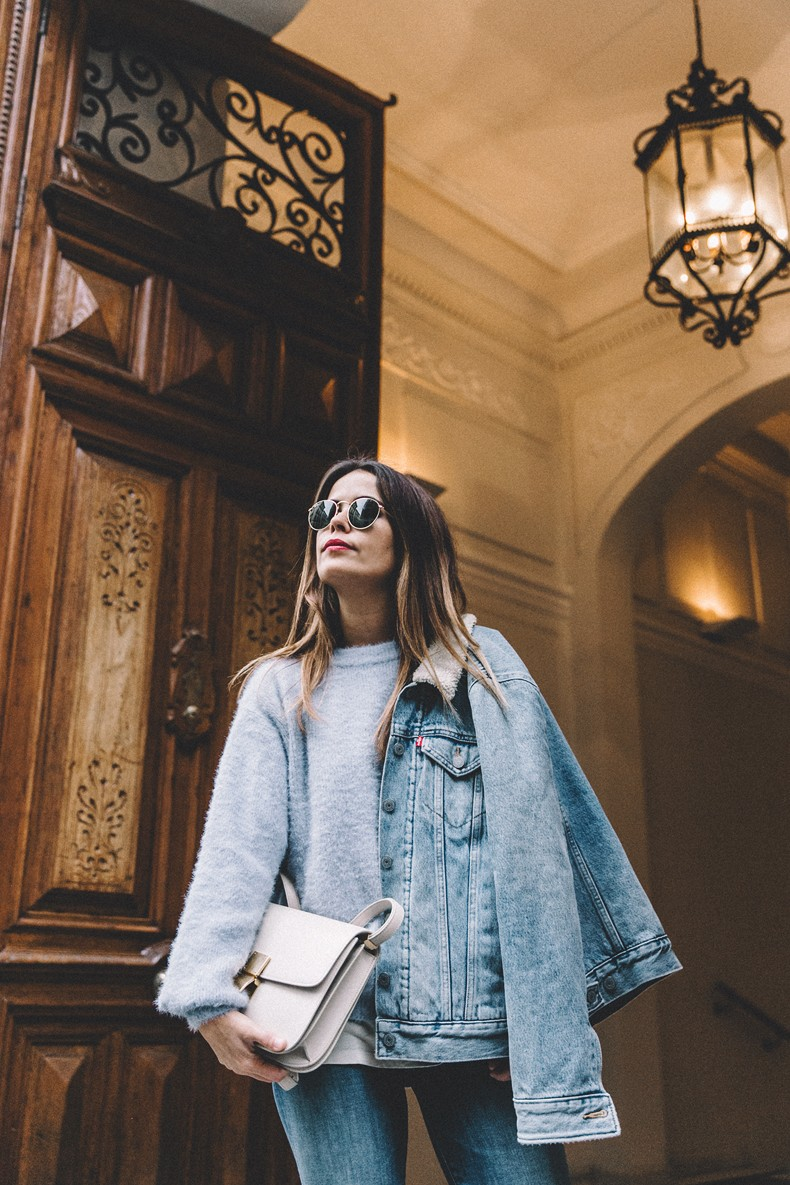 Mother_Jeans-Ripped_Jeans-Light_Blue_Sweater-Denim_Jacket-Levis-Outfit-Blue_Boots-Street_Style-19