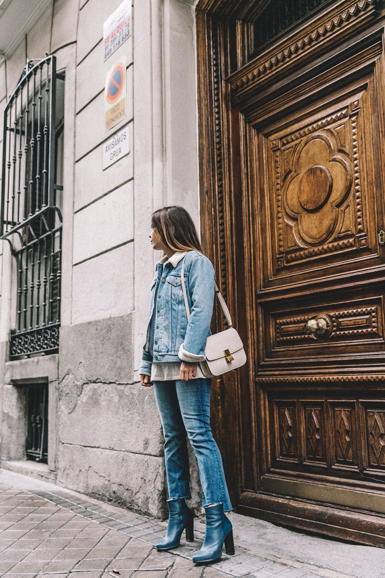 Mother_Jeans-Ripped_Jeans-Light_Blue_Sweater-Denim_Jacket-Levis-Outfit-Blue_Boots-Street_Style-33