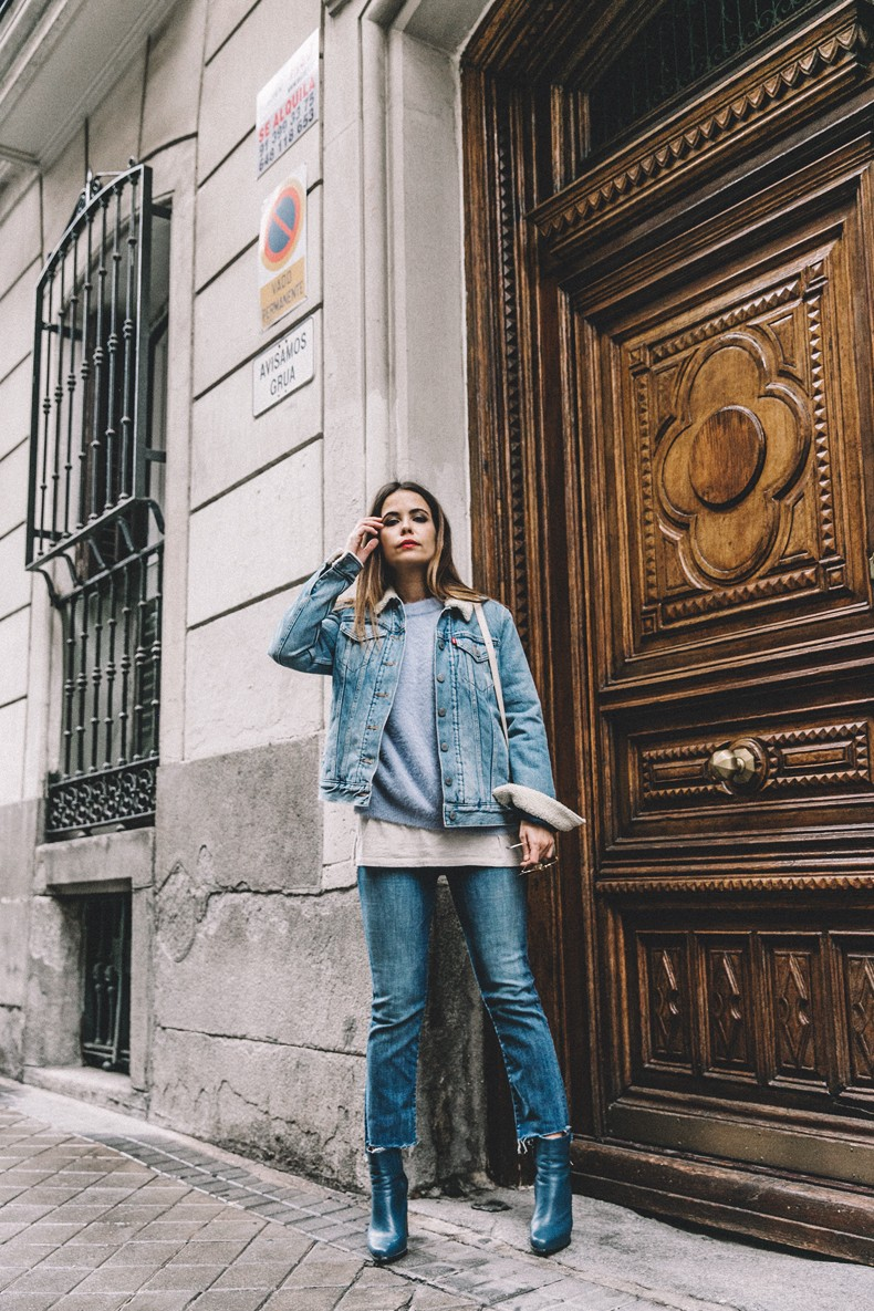 Mother_Jeans-Ripped_Jeans-Light_Blue_Sweater-Denim_Jacket-Levis-Outfit-Blue_Boots-Street_Style-35