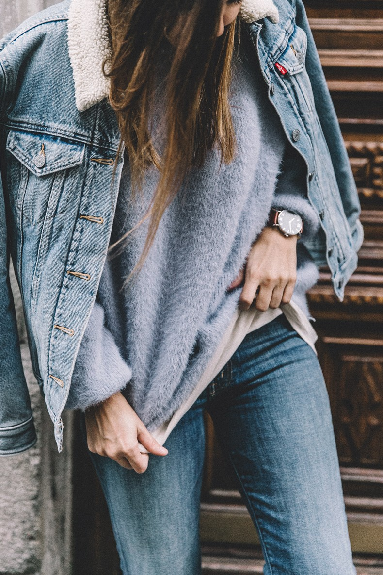 Mother_Jeans-Ripped_Jeans-Light_Blue_Sweater-Denim_Jacket-Levis-Outfit-Blue_Boots-Street_Style-43