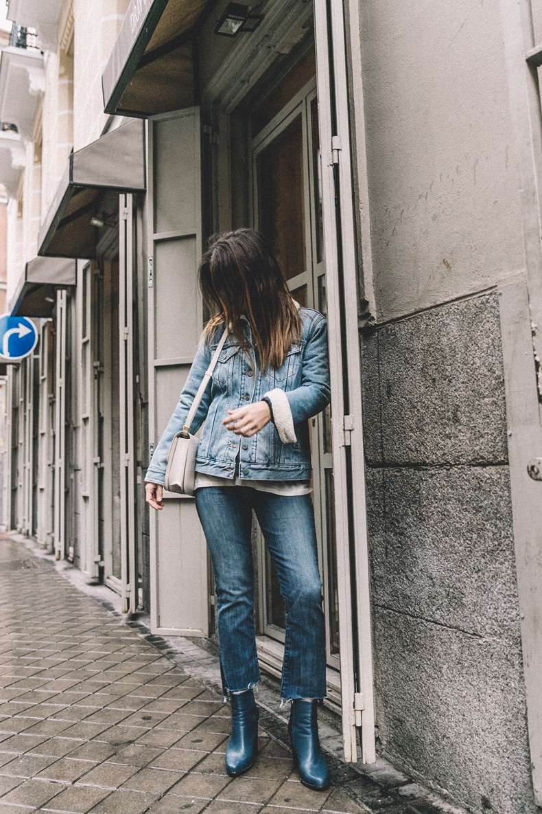 Mother_Jeans-Ripped_Jeans-Light_Blue_Sweater-Denim_Jacket-Levis-Outfit-Blue_Boots-Street_Style-48