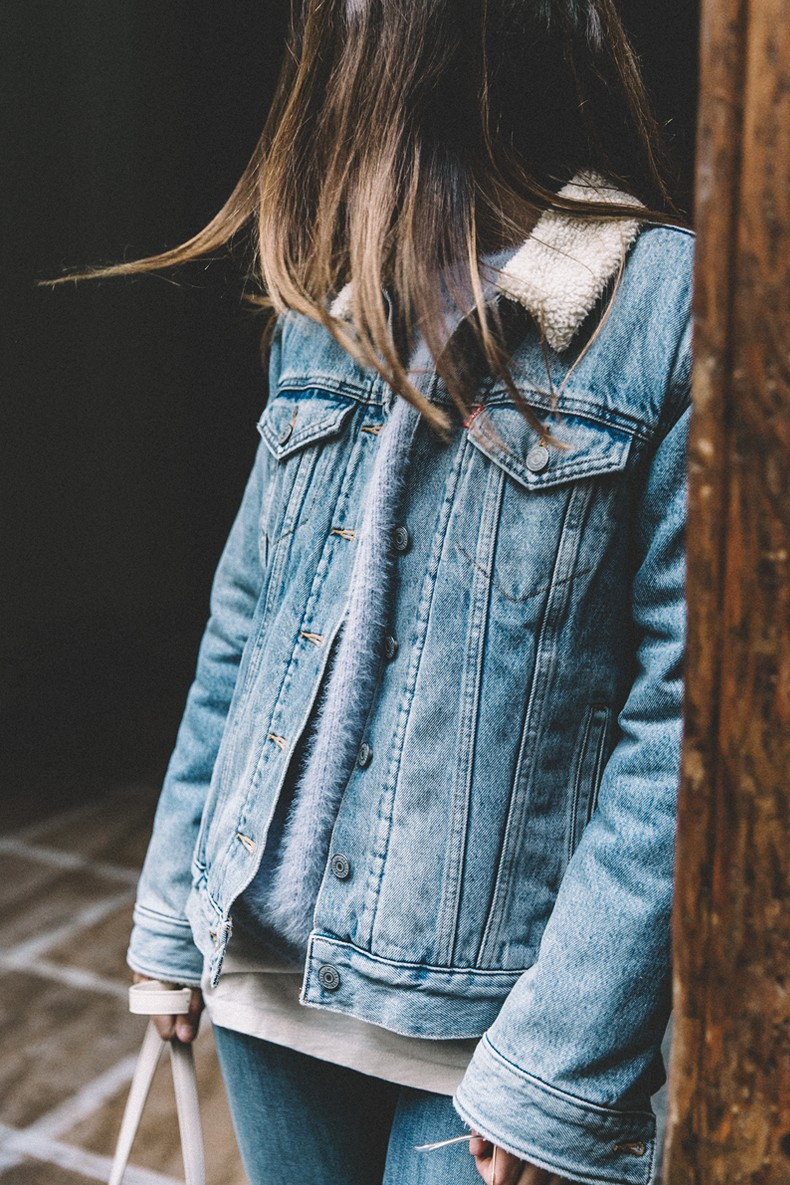 Mother_Jeans-Ripped_Jeans-Light_Blue_Sweater-Denim_Jacket-Levis-Outfit-Blue_Boots-Street_Style-5