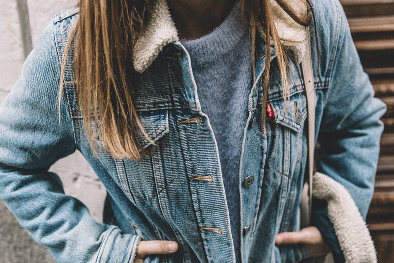 Mother_Jeans-Ripped_Jeans-Light_Blue_Sweater-Denim_Jacket-Levis-Outfit-Blue_Boots-Street_Style-70