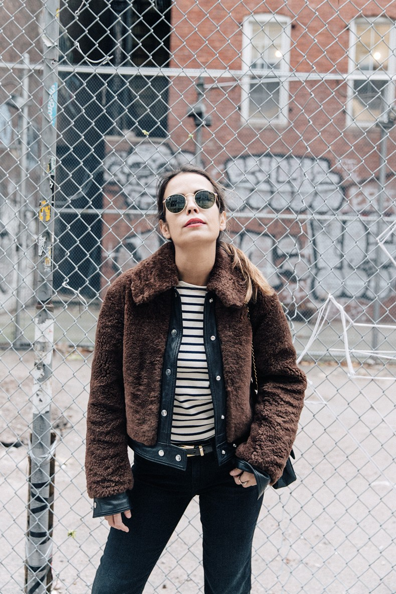 Soho-NY-Faux_Fur_Jacket-Sandro-Levis-Ladies_in_Levis-Outfit-Striped-Top-Outfit-Street_Style-37