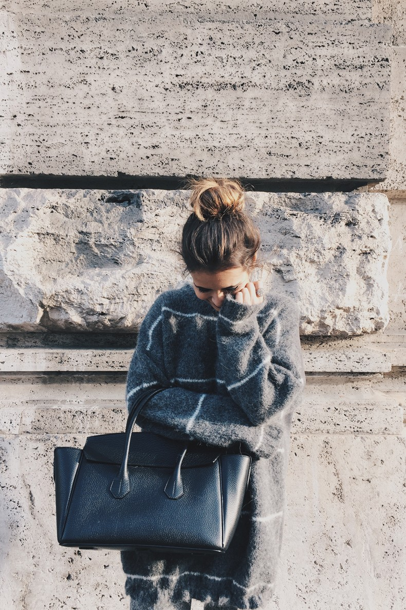 Stella_McCartney-N21_Sweater-Bally_Bag-Outfit-BrunaRosso-Cuneo-Topknot-Grey_Look-Collage_Vintage-Street_Style-12