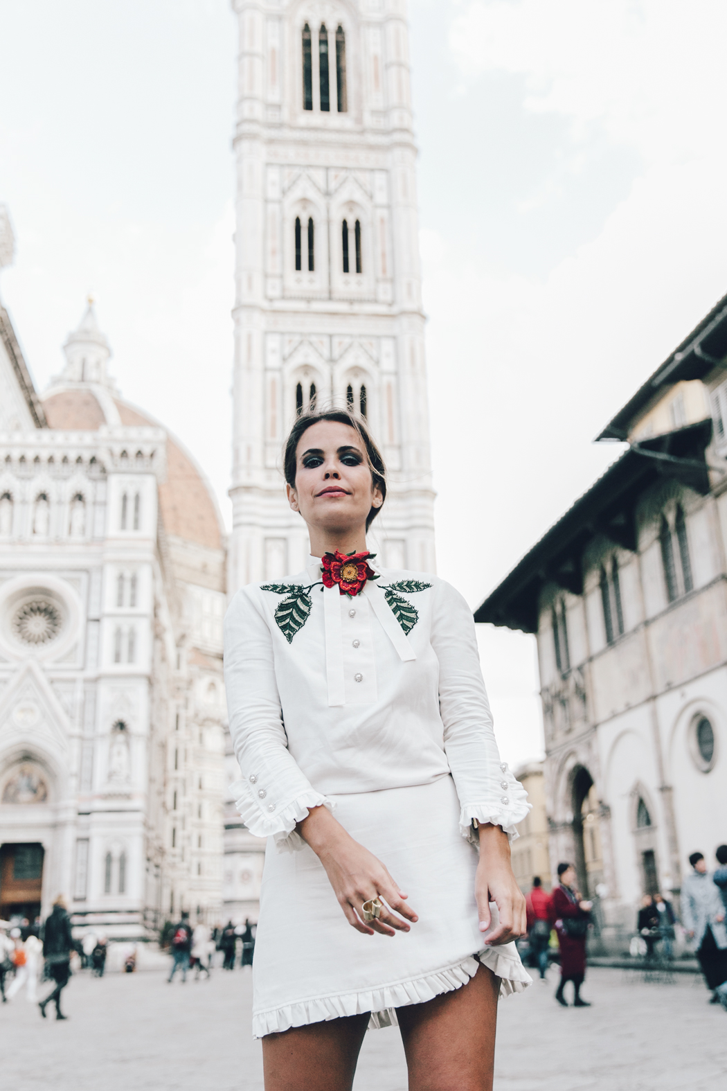 Firenze4Ever-Luisa_VIa_Roma-Gucci_White_Dress-Gucci_Gold_Sandals-Outfit-Florence-Street_Style-52